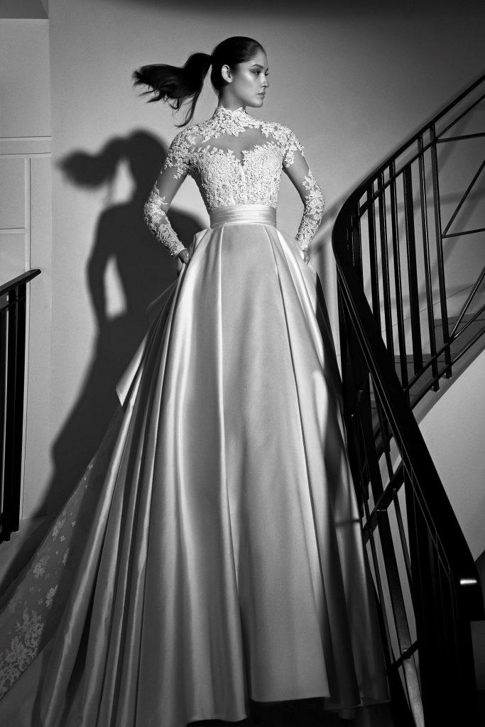 Vestido de novia con escote cuello alto