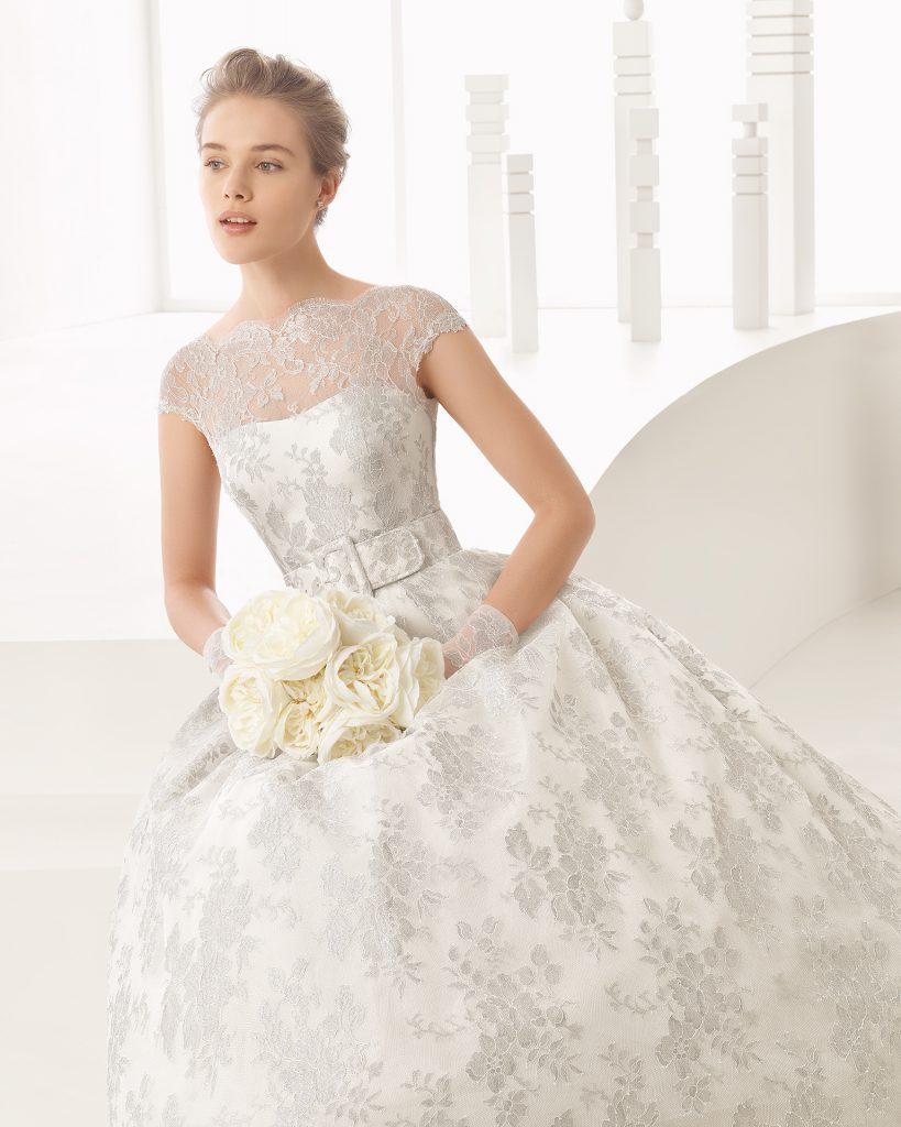 Vestido de novia con escote ilusión