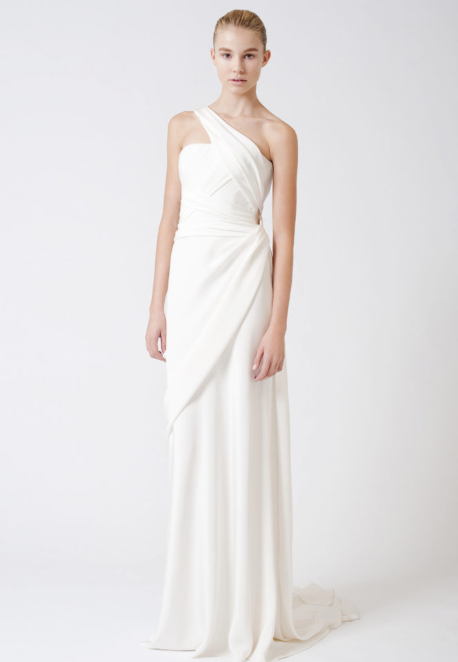 Vestido de novia con escote asimétrico de Vera Wang