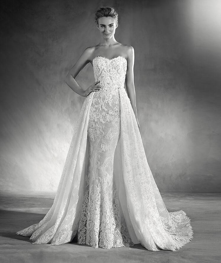 Vestido de novia con escote palabra de honor.