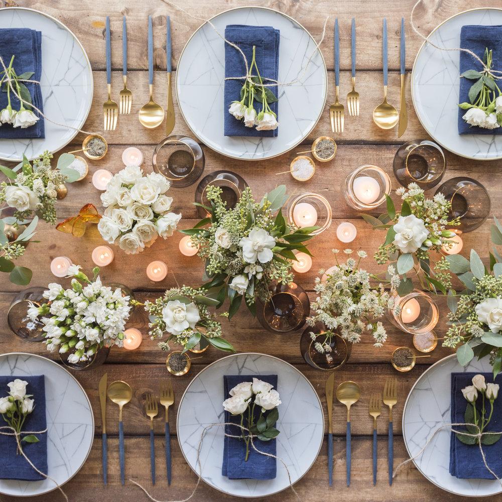 Cubiertos dorados para mesa boda