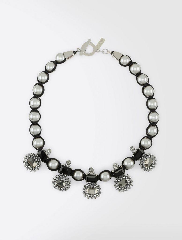 Tendencia perlas en invitadas y novias
